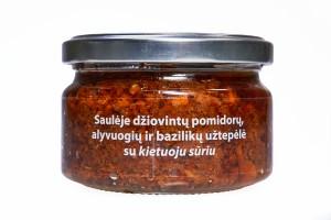 Saulėje džiovintų pomidorų, alyvuogių ir bazilikų užtepėlė su kietuoju sūriu, 190g